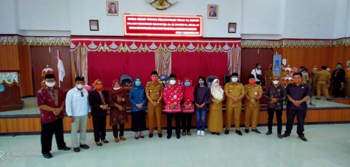 Segenap pimpinan dan anggota DPRD Bolsel foto bersama dengan Pjs Bupati Bolsel Hi Praseno Hadi dalam acara Sertijab.