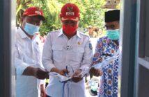 Bupati Hi Iskandar Kamaru saat meresmikan pencanangan Rumah Data di enam desa di Kabupaten Bolsel.