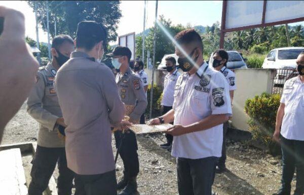 18 Anggota Polres Bolmong Terima Penghargaan