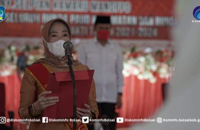 Bunda PAUD Bolsel Ny Selpiah Manoppo-Kamaru memimpin sumpah dan janji Bunda PAUD di Bolsel.
